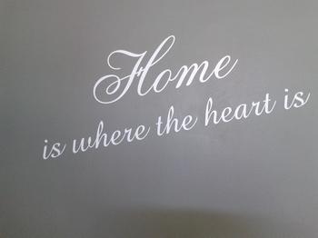 Muurtekst Home is where the heart is